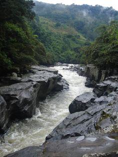 Colombia - Huila, Estrecho del Río Magdalena.