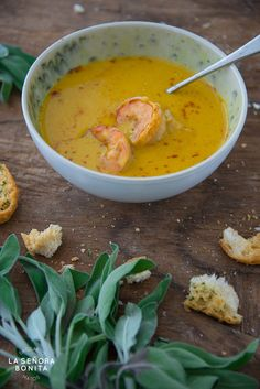 Crema de auyamas o calabaza con camarones, salvia y hojuelas de chile/ Pumpkin cream with shrimp, fresh sage and chili flakes