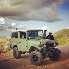 """One from last summer of @tavllc at the top of #imogenepass. #adventuremobile #landcruiser #fj40 #sackwear #cruisershirts #tavllc"""