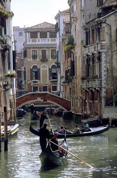 Venice, the northern Italian gem where you will not see cars in the streets, but only boats, gondolas, water taxis and water buses. Venice Canals, Venice Italy, Cities, Italy Pictures, Italy Landscape, Regions Of Italy, Romantic Places, Visit Italy, Travel Abroad