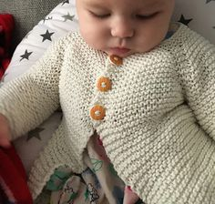 Ravelry: Babbity Baby Jacket pattern by marianna mel Baby Cardigan Knitting Pattern Free, Baby Boy Knitting, Knitted Baby Cardigan, Knitting For Kids, Baby Knitting Patterns, Baby Patterns, Sweater Patterns, Blanket Patterns, Cardigan Pattern