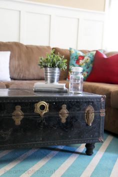 Great tutorial on how to paint a rug. Using different patterns and colors the possibilitites are endless. Also learn how to make a coffee table from an old trunk! #DIY #homedecor