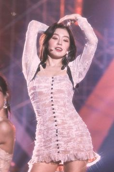 191126 Red Velvet Irene at AAA Yes , she can pat her head and rub her stomach at the same time? Her buttons like a trail of breadcrumbs .
