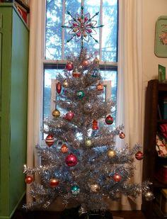 Silver Tinsel Christmas Tree, Beautiful Christmas Trees, Retro Christmas, Xmas Tree, Christmas Tree Decorations, Christmas Tree Ornaments, Christmas Holidays, Christmas Wishes, Christmas Stuff