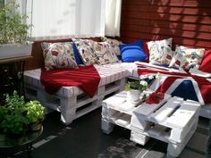 Balcony Lounge Beautiful Outdoor Balcony Lounge Outdoor balcony lounge made from repurposed pallets.Beautiful Outdoor Balcony Lounge Outdoor balcony lounge made from repurposed pallets. Pallet Cushions, Pallet Lounge, Diy Pallet Sofa, Diy Pallet Projects, Pallet Ideas, Pallet Sectional, Sectional Sofa, Pallet Room, Pallet Yard Furniture