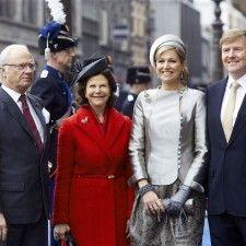 AMSTERDAM - Koning Willem-Alexander en koningin Máxima hebben het bezoekende Zweedse koningspaar vrijdagmiddag meegenomen voor een rondvaart over het IJ in Amsterdam en een aansluitend een kort tochtje over het Singel.