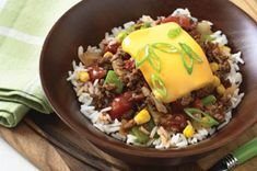 BBQ Beef Bowl – Create a delicious quick and easy dinner idea in just 30 minutes with the help of this recipe! You'll definitely enjoy the summery barbecue flavor of this BBQ Beef Bowl on a cold winter day. Barbecue, Bbq Beef, Kraft Recipes, Kraft Foods, Beef Bowl Recipe, Hot Pepper Sauce, Cooking Instructions, Beef Dishes, Stuffed Hot Peppers