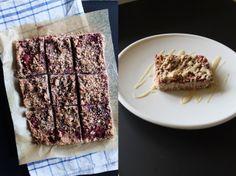 heartybite: Strawberry Breakfast Bars + White Chocolate Almond Coating