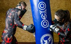 Saci de box Knockout realizati fie din piele naturala sau piele artificiala pentru un antrenament reusit.