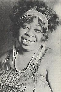 """Ma Rainey, Her real name was Gertrude Pridgett; She is known as the first great blues singer who earned the title """"Mother of the Blues."""" Aside from her distinct style of singing the blues, Ma Rainey was also a smart businesswoman and flamboyant dresser. Harlem Renaissance, Renaissance Fashion, Jazz Blues, Blues Music, Women In History, Black History, Divas, Black Lesbians, Afro"""