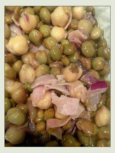 Ensalada de garbanzos y gandules: Ésta receta es de la cantante Olga Tañòn. Es bien alta en hierro! Necesitas lo siguiente: 1 lata de garbanzos, 1 lata de gandules, 1 taza de cebolla morada cortada en cuadritos, 1/2 taza de jamón cortado en cubitos, 1/4 taza de aceite de oliva extra virgen, 1/4 taza de vinagre balsámico y 1/2 cucharadita de sal de mar. Mezclas todo bien y lo pones a enfriar una hora. Buen provecho!!!