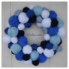 lankakeräkranssi kranssi wreath sinivalkoinen blue and white winter wreath Hobbies And Crafts, Diy And Crafts, Yarn Wall Art, Wreath Crafts, Christmas Inspiration, Door Wreaths, Crochet Necklace, Projects To Try, Christmas Decorations