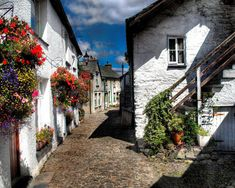 Wordsworth-Street-in-the-picturesque-village-of-Hawkshead-Cumbria-England-