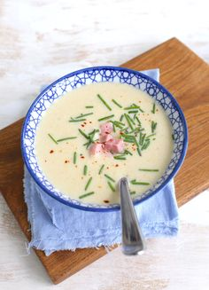 Chicory soup with ham A Food, Good Food, Food And Drink, Baby Food Recipes, Soup Recipes, Sushi, Food Plus, Ham Soup, Dutch Recipes