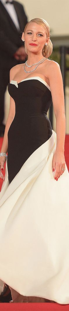 Blake Lively in Gucci Première gown and Lorraine Schwartz jewelry at Cannes 2014.