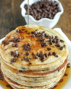 These chocolate chip greek yogurt pancakes make a perfect light and healthy breakfast and are packed with extra protein! Greek Yogurt Pancakes, Greek Yogurt Recipes, Keto Pancakes, Breakfast Pancakes, Waffles, Best Pancake Recipe Ever, Pancake Recipes, Crepes, Chocolate Chip Pancakes
