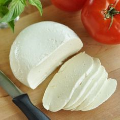 Cheese, mozzarella, whole milk. TOMATOES WITH FRESH MOZZARELLA AND. On 6 salad plates, overlap tomato slices and Mozzarella cheese in an attractive pattern. Kefir, Cheese Recipes, Cooking Recipes, Fromage Vegan, Do It Yourself Food, Good Food, Yummy Food, Healthy Food, Homemade Cheese