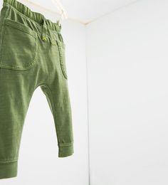Afbeelding 3 van Felgekleurde broek met zakken van Zara