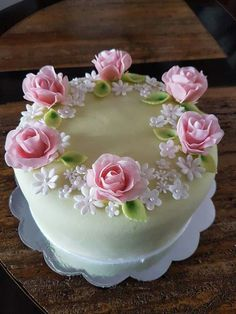 Cake Decorating Frosting, Cake Decorating Designs, Cool Cake Designs, Cake Decorating Techniques, Gorgeous Cakes, Pretty Cakes, Cute Cakes, Cake Icing, Cupcake Cakes