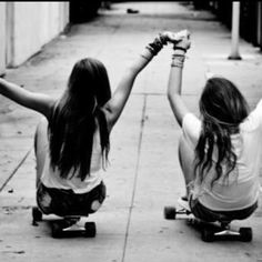 my sister and i need to take a pic like this lol