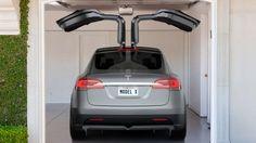 MODEL X KOMMT MIT FLÜGELTÜREN Teslas Elektro-SUV wird endlich flügge