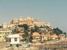 Imperia in Liguria und schon ist man nach einer Std. Fahrt ab Nizza in Ligurien. Hier riecht man das Dolce Vita bereits und kann in einer der Zahlreichen Cafés einen tollen Café zu sich nehmen. Auch hier kann man toll shoppen.
