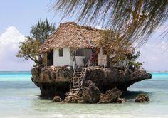 Restaurant sur un rocher, Zanzibar, Tanzanie - http://www.photomonde.fr/restaurant-sur-un-rocher-zanzibar-tanzanie/