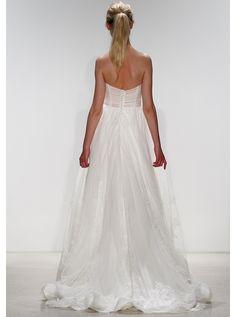 アクア・グラツィエがセレクトした、KELLY FAETANINI(ケリー ファッタニーニ)のウェディングドレス、KF016をご紹介いたします。