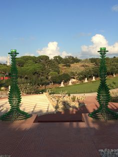 Nectar by Joana Vasconcelos, 2006 - recent area in Buddha Eden Garden with modern sculpture, Portugal - photo by NuCeu