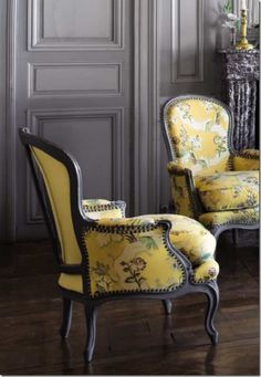 The perfect yellow print with a darker grey back-drop