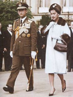 Long Live Their Majesties the King and Queen of Thailand King Phumipol, King Rama 9, King Of Kings, King Queen, King Thailand, Queen Sirikit, Bhumibol Adulyadej, Great King, Queen Fashion