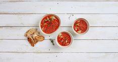 Die kalte Suppe aus Wassermelonen mit Gurken und Tomatensaft ist eine erfrischende Vorspeise. Sie ist auch gut geeignet für eine Party oder ein Picknick. Chimichurri, Valeur Nutritive, Salsa, Cooking Recipes, Parfait, Ethnic Recipes, Food, Party, Tomato Juice