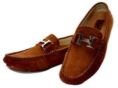 Tips Para Elegir Los Zapatos Adecuados Para Cada Ocasión.  Tips para elegir los zapatos adecuados para cada ocasión. Actualmente existen muchos hombres que se preocupan demasiado por su vestimenta y cada vez que salen de casa lucen bien. Aparte del traje debe escoger un calzado adecuado y có... Ver más aquí: https://hombreselegantes.com/tips-para-elegir-los-zapatos-adecuados-para-cada-ocasion/