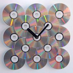 Har du också en massa cd-skivor som står och samlar damm? Låt dem få nytt liv som inredningsdetaljer i ditt hem! Här är sju tips på saker du kan göra av dina gamla skivor.