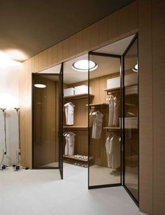 Your dream Walking Closet is here! U habe to see this : MartaBarcelonaStyle's Blog
