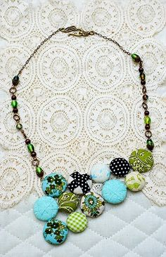 funky button jewelry - could make it in so many colors!  cool idea. love it! must try! #ecrafty