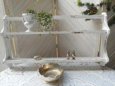 Wandregal  in shabby  chic.Weiß.Holz. von Vintage-Kiosk  auf DaWanda.com