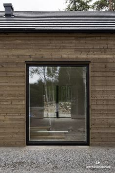 Spring Window Display, Haus Am See, Long House, Cedar Homes, Exterior Cladding, Garden Office, Wooden House, Interior Exterior, Future House