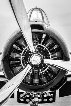 Propeller, radial engine on a warplane Motor Radial, Jet Privé, Photo Avion, Radial Engine, Old Planes, Aircraft Engine, Plane Engine, Aerospace Engineering, Mechanical Engineering