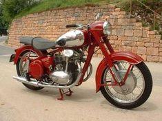 Vintage Cycles, Vintage Bikes, Vintage Motorcycles, Cars And Motorcycles, Vintage Cars, Classic Bikes, Classic Cars, Moto Jawa, Motorcycle Bike
