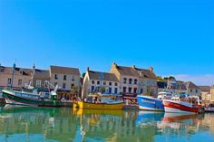 What to see and do in Honfleur Normandy and lush photos that make you want to dive in and see this gorgeous harbour town straight away!