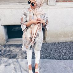 Fashion Arabic Style Illustration Description – Read More – Hijab Casual, Hijab Chic, Hijab Outfit, Casual Shoes, Islamic Fashion, Muslim Fashion, Modest Fashion, Style Fashion, Modest Clothing