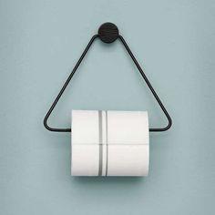 Ferm Living Toalettrull holder sort og messing En minimalistisk