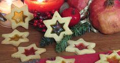 Come realizzare i biscotti di vetro natalizi con caramelle gommose, ricetta facile per biscotti da appendere all'albero di Natale (anche senza glutine)