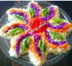 Idées cuisine Food Design, Salad Design, Christmas Veggie Tray, Fruit And Vegetable Carving, Iranian Food, Food Decoration, Food Platters, Arabic Food, Creative Food
