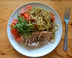 Homemade rucola pesto with whole grain pasta, dried tomatoes, cherry tomatoes and chicken, delicious!