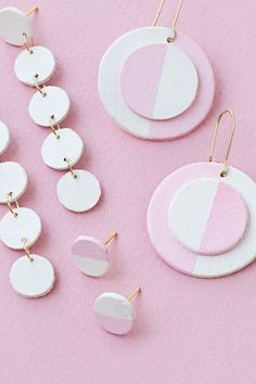 Add some serious style to your look with these DIY Wooden Circle Earrings! This easy jewelry project for earrings can be customized in a number of ways. Wooden Earrings, Diy Earrings, Gold Earrings, Pendant Earrings, Gold Necklace, Diy Jewelry, Handmade Jewelry, Jewelry Making, Diy Wood Jewellery