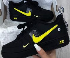 Nike Shoes OFF! 413 imagini despre 𝙽𝚒𝙺𝙴✔︎𝚂𝙷𝙾𝙴𝚂 pe We Heart It Nike Shoes Blue, Nike Free Shoes, Cute Sneakers, Shoes Sneakers, Shoes Men, Jordan Shoes Girls, Nike Shoes Air Force, Aesthetic Shoes, Hype Shoes