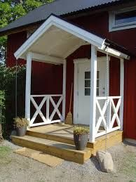 Farstukvist till lillstugan. Garage Doors, Shed, Cottage, Outdoor Structures, House Design, Cabin, Outdoor Decor, Front Porches, Home Decor