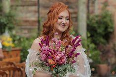 Inspiração buquê de noiva, pink, rosa claro, laranja e chá. No Espaço Jardim Secreto do Sítio São Jorge. Girls Dresses, Flower Girl Dresses, Wedding Dresses, Flowers, Fashion, Wedding Venues, Saint George, Weddings, Engagement